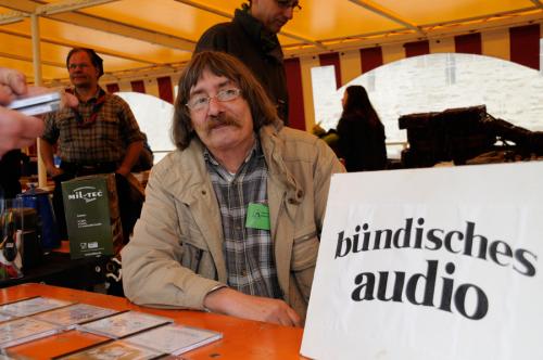 Fränz vom Bündischen Audio auf dem Pfadiflohmarkt des Rheinischen Singewettstreits 2012, Foto: Andreas Winkelmann
