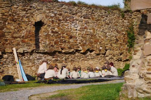Pfadfinder auf der Burgruine Rheinfels während des Rheinischen Singewettstreites 2015, Foto: Karin Stoverock
