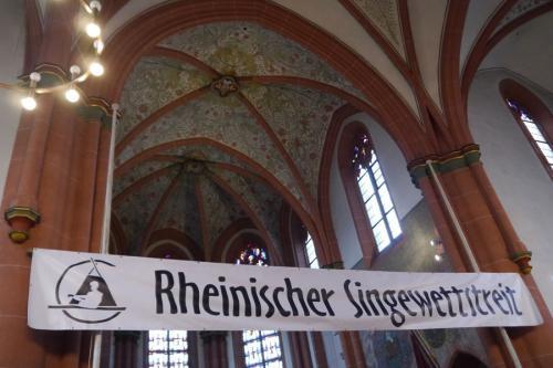 Banner des Rheinischen Singewettstreites in St. Goar 2015 in der Katholischen Pfarrkirche St. Goar, Foto: Karin Stoverock